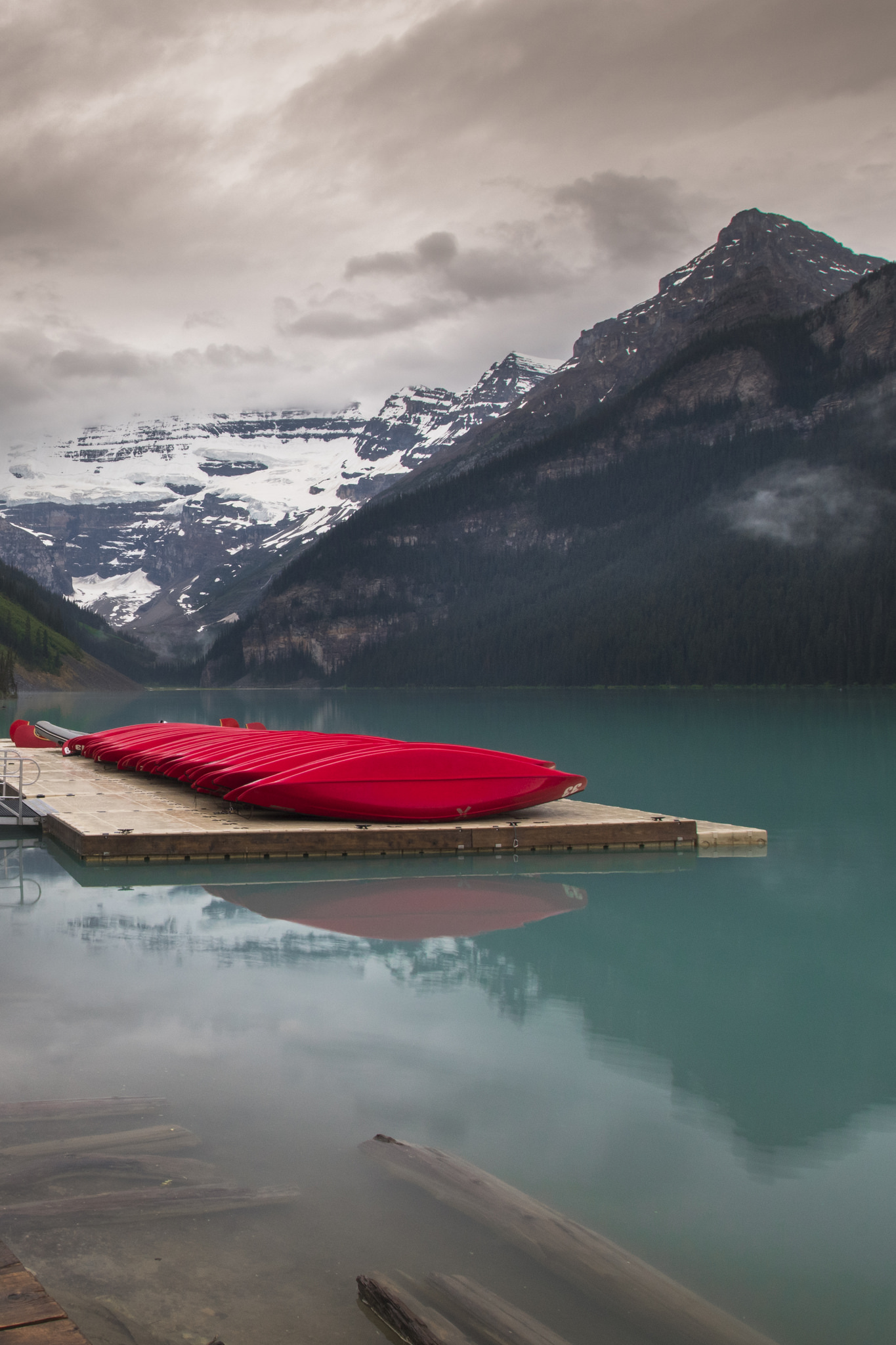 Red Canoes - Lake Louise (Banff, Canada)
