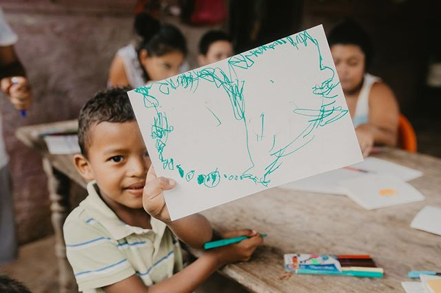 Relaying messages of love & gratitude from the community of Las Mercedes for all of your support in bringing clean water to their entire community. All of this is possible because of your support. To donate, host your own fundraising event, or join us on a trip, contact us! ❤️ 📷:@alimarieparkerphoto #thelatitudeproject