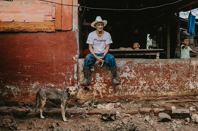 """This project is beautiful. Everyone needs clean water, but before today, we have never had it."" We recently had the pleasure of working alongside Justo Pastor Luis and the rest of his community to build simple clean water solutions that have the great power to change lives forever. #thelatitudeproject 📷:@alimarieparkerphoto"