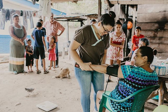 We deploy a small women-run team that travels to remote villages, equipped with a 'pop-up' exam room, medical supplies and treatment to immediately prescribe and provide (free of charge) if needed. ———— $2500 brings healthcare and women's empowerment clinics to 8 rural villages in Nicaragua.  What does $2500 do every month?  Builds local careers and empowers local women by employing five local Nicaraguan staff: including Doctor Melina, Nurse Muriel, and Manager Antonia;  Provides sustainable, barrier-free care to marginalized women and families who live beyond the reach of traditional health clinics;  Provides women-centred educational clinics: focussing on respiratory illness, sexual health, domestic violence, sexual health and nutrition;  Fosters civic engagement of communities through creative facilitation and other methods of beneficiary involvement. ———— This project needs your support more than ever. To learn about getting involved or to make a donation, follow the link in our bio. 100% of your donation will go directly to funding these life-changing medical clinics. 📷:@alimarieparkerphoto #thelatitudeproject #globalhealth