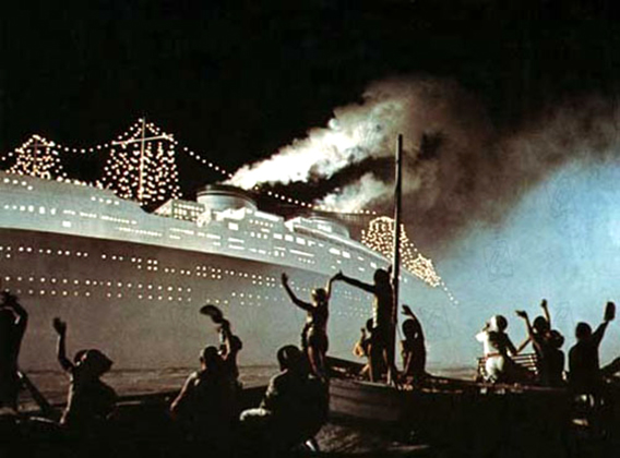 """The working people on fishing boats meet the ocean liner """"The Rex"""" in  Amarcord"""