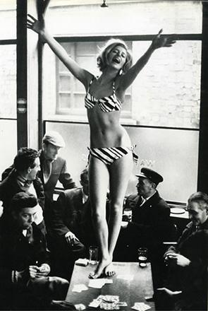 World's End Pub KIng's Road, Chelsea April 3, 1963  John Cowan photographer Jill Kennington model