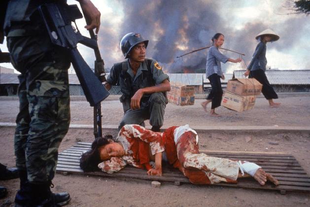 Larry Burrows,  The War Comes Home, Saigon  1968