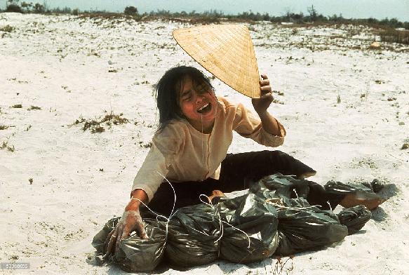 Larry Burrows, Huế  , Vietnam  1969