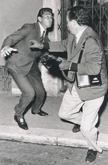Elio Sorci,  Tazio Secchiaroli on the right defends himself from Walter Chiari,  1958