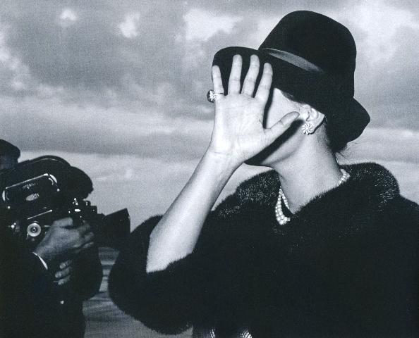 Agenzia Dufoto,  Sophia Loren at the Airport , 1961
