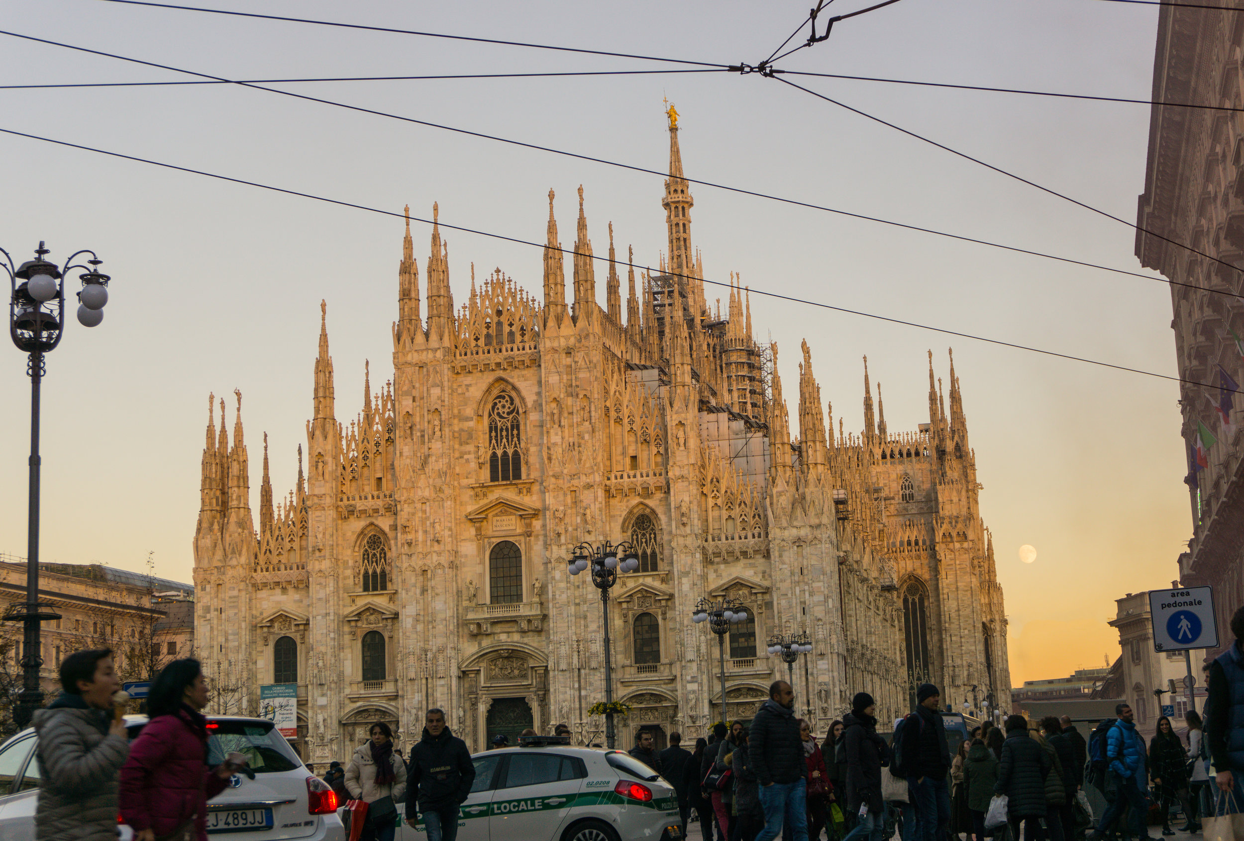 Duomo di Milano at moonrise