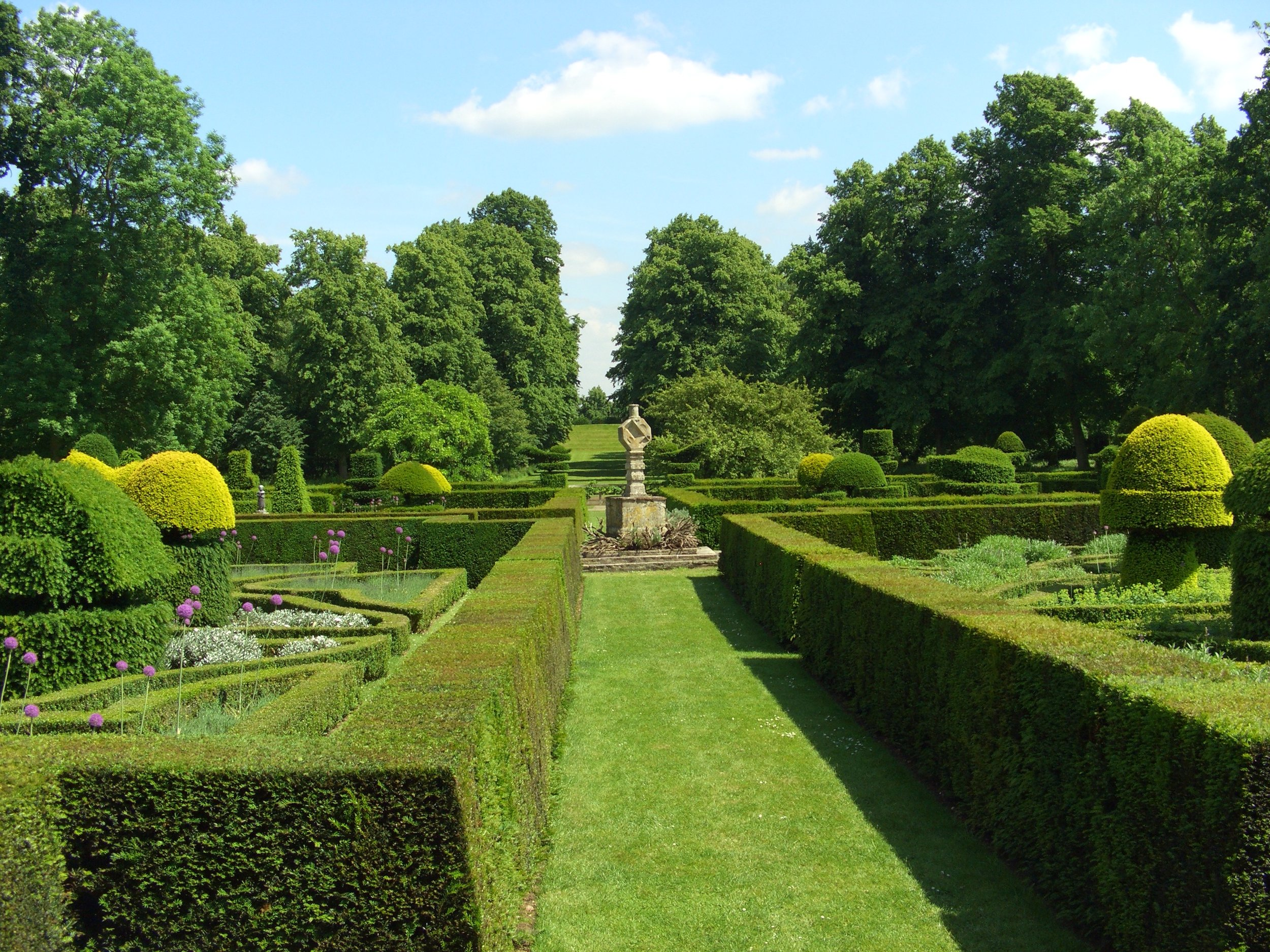 Parterre looking east down the avenue towards the amphitheatre 2005