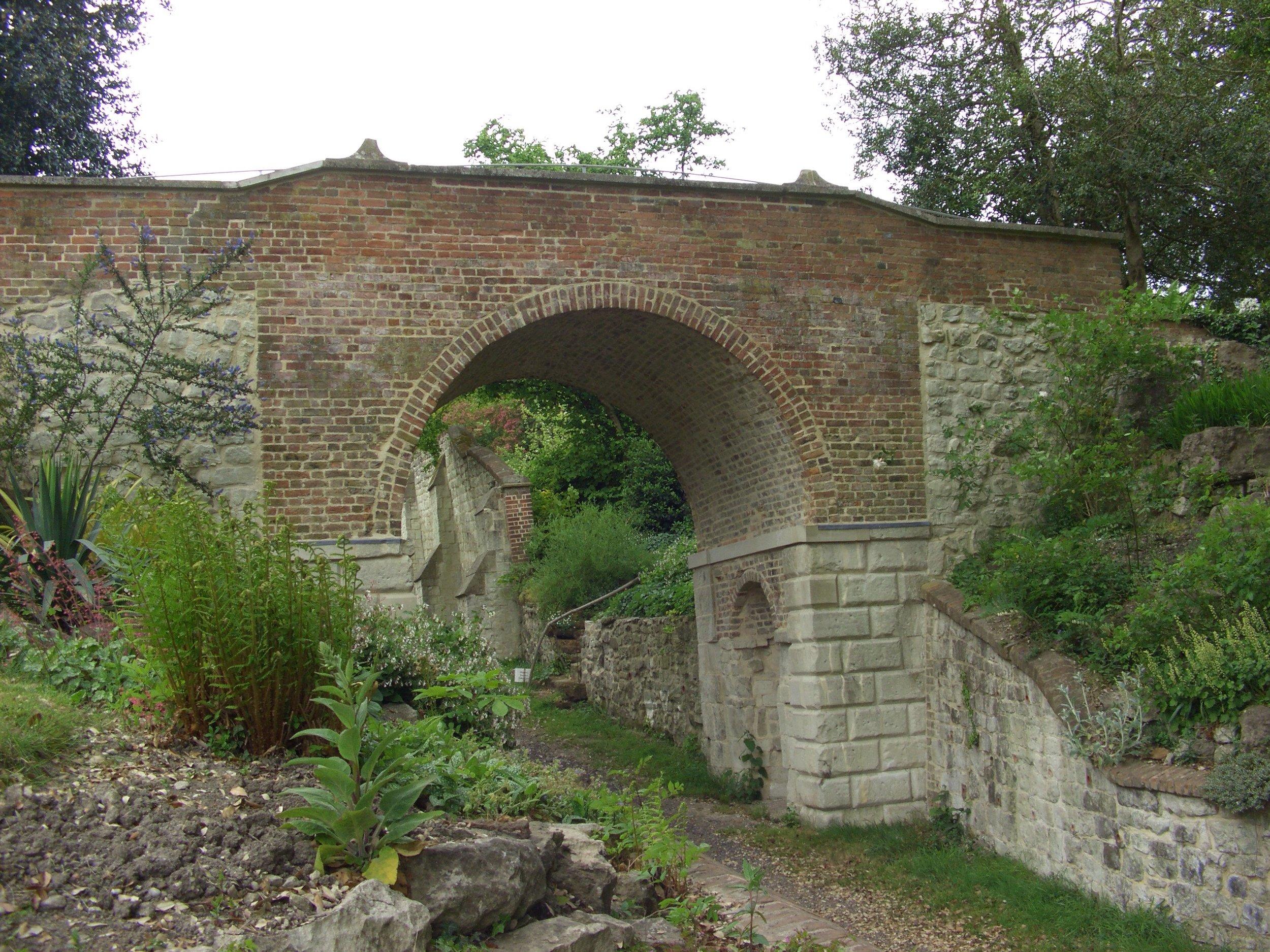 The dry arch bridge at Gatton Park in 2013