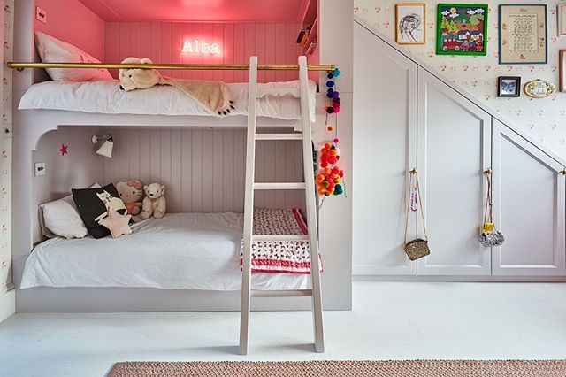 We loved designing this little girls room. Our client chose a gorgeous @cabbages_and_roses wallpaper which we decided to use on all the walls and ceiling! Bespoke bunk beds and wardrobes- made the most out of this space. Sleepover ready 💕 #bespoke #huxleyhome #interiordesign #joinery #cabbagesandroses #neonlights #bunkbeds