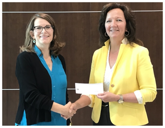 2018 CBA President Susan Pepper presenting a donation of $20,000 to Arla Liska, CEO of the Calgary Drug Treatment Court