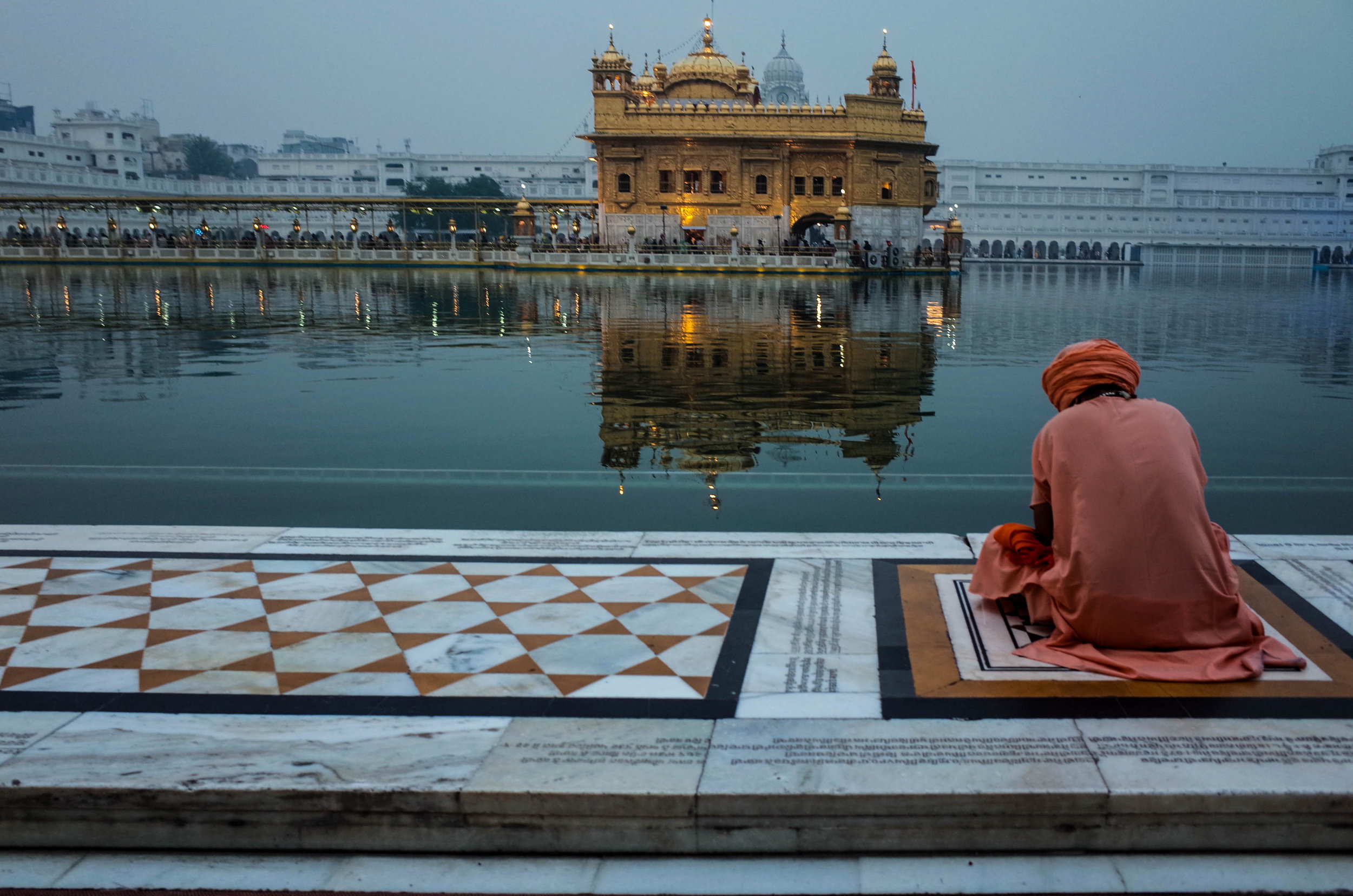 The Golden Temple houses the largest free kitchen in the world, feeding over 50,000 people every day.