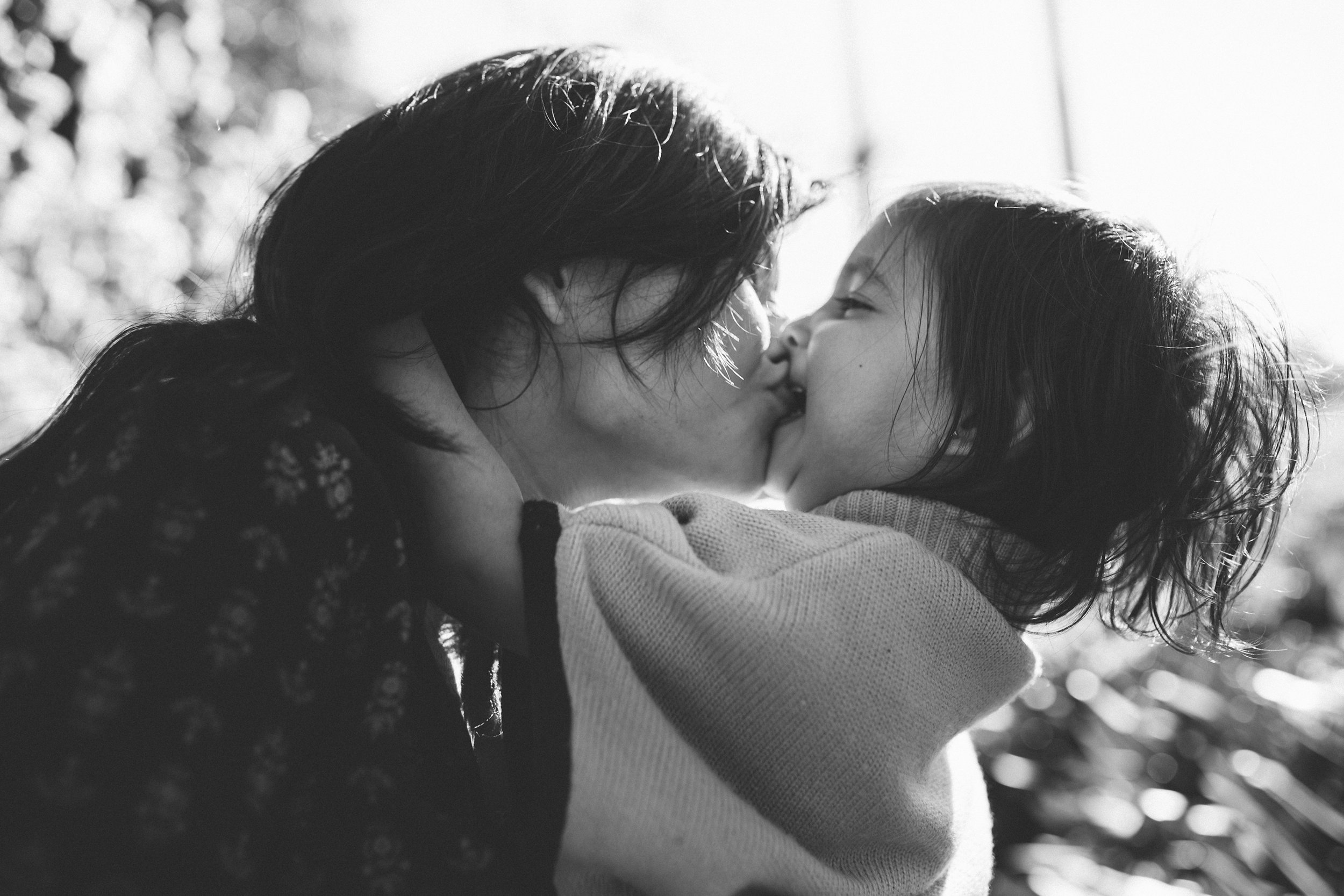 Kiss - family photographer