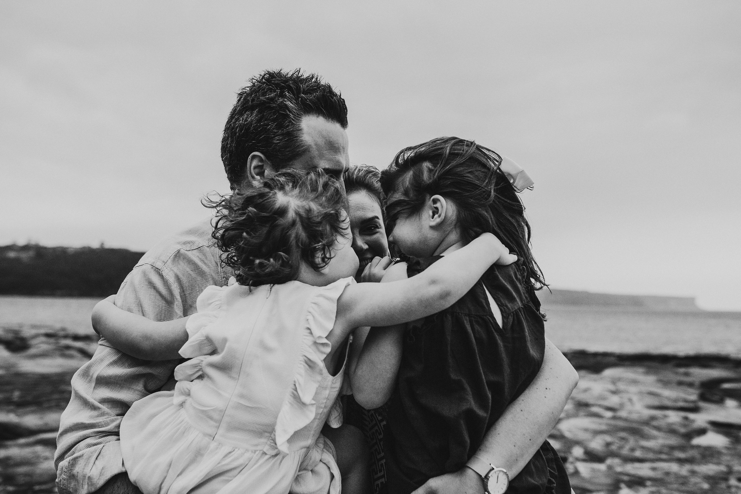 Family cuddles - Lauren Kennedy Photographer