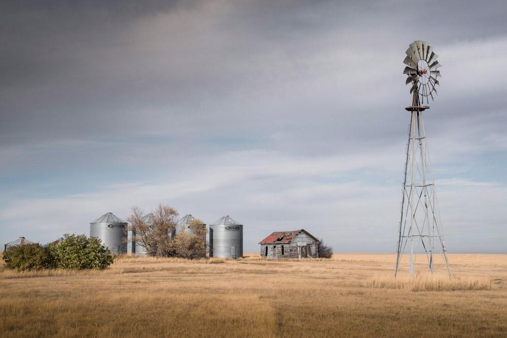 Windmill, Prairie Farm, Near Williston, North Dakota, USA