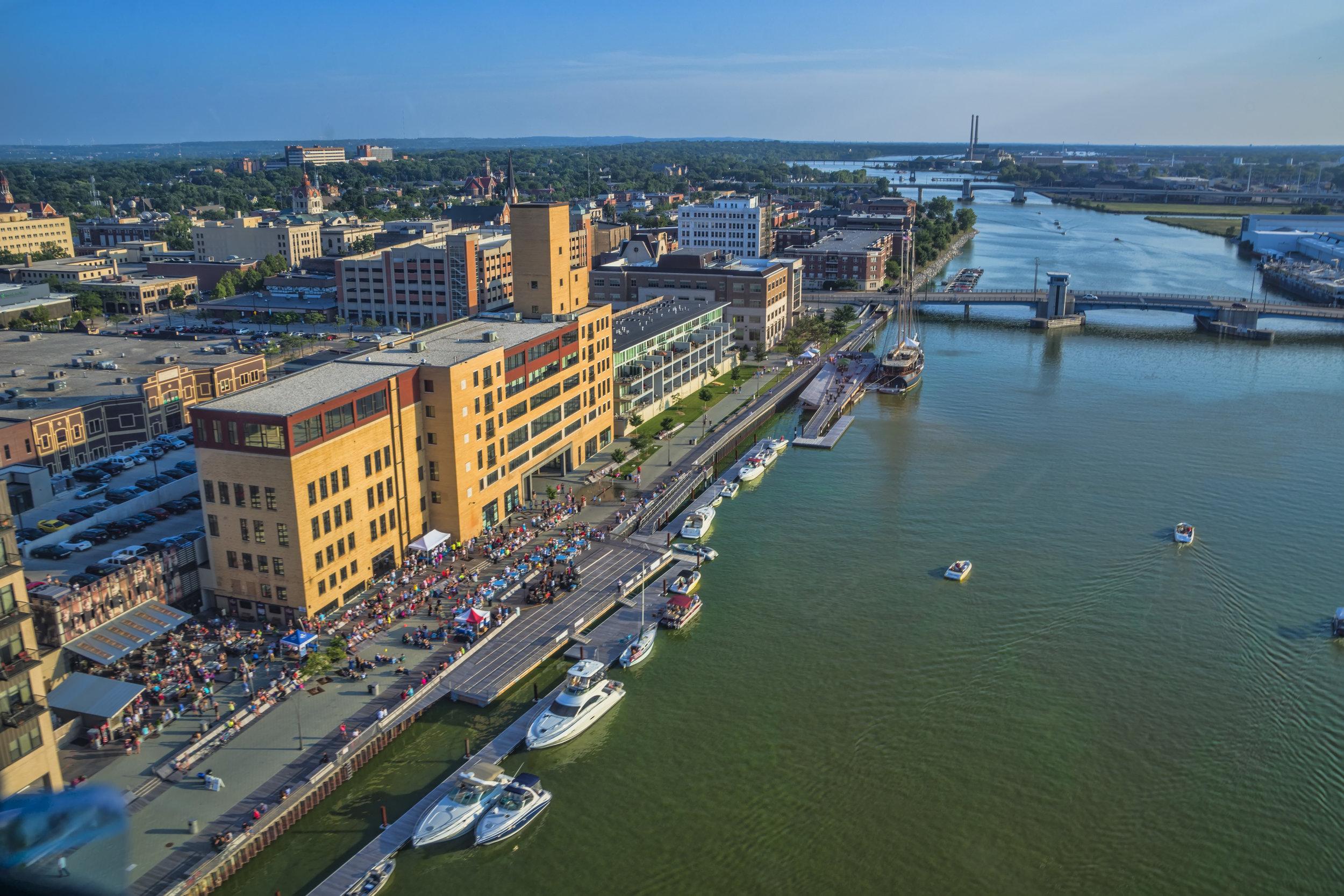 Downtown_Green_Bay_CityDeck_along_the_Fox_River.jpg