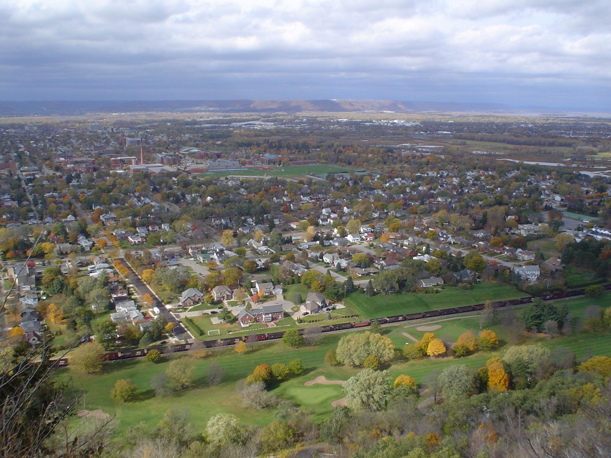 View_from_Grandad_Bluff_in_La_Crosse,_Wisconsin_2.JPG
