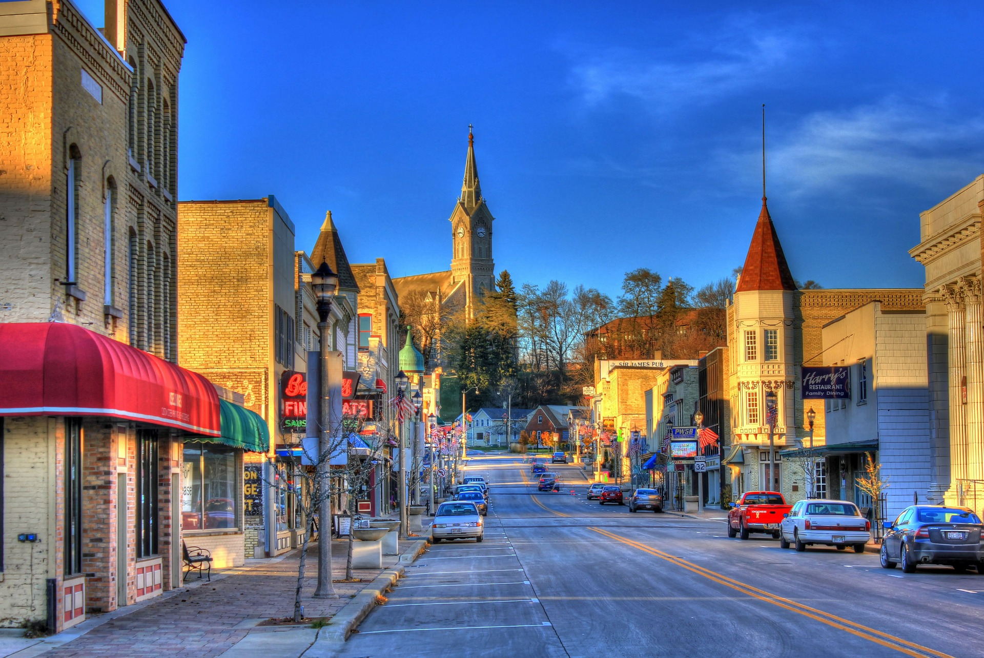 downtown-347454_1920.jpg