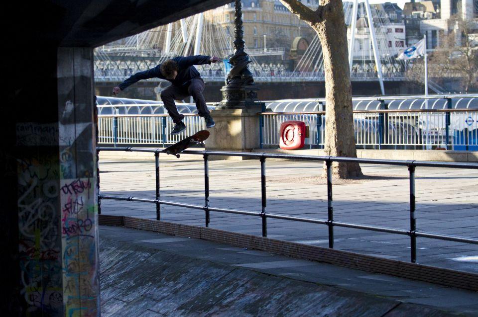 c60-urban-action-sports-skateboard-00021.jpg