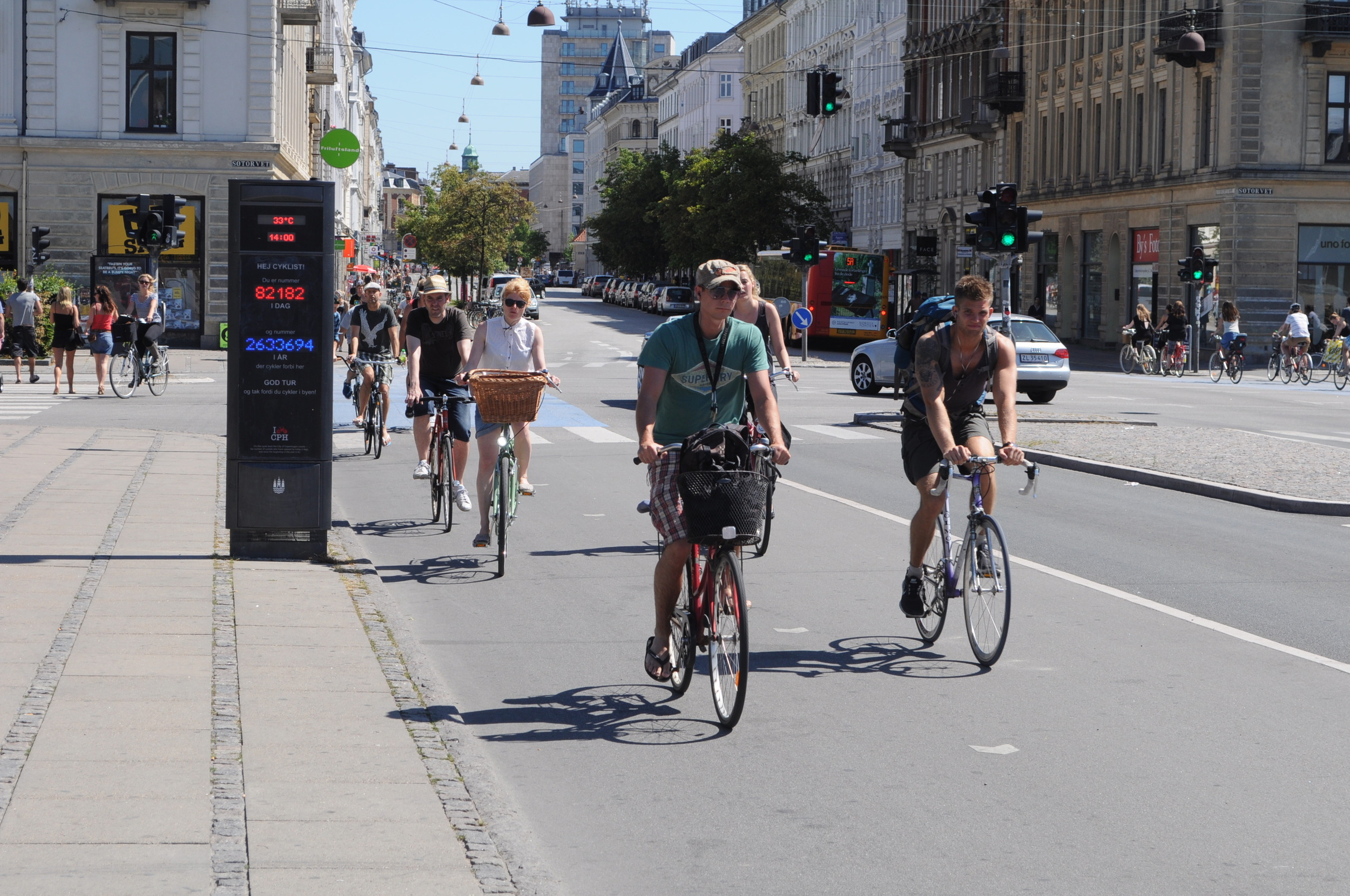 'Conversation lanes' on the world's busiest bicycle thoroughfare