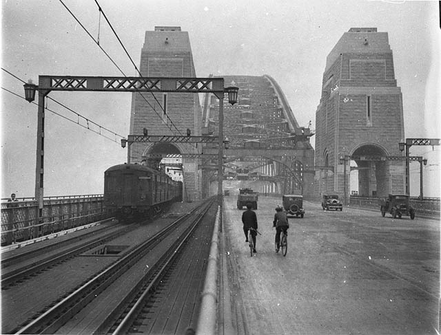 Sydney Harbour Bridge, 1932. Photo courtesy Sam Hood.