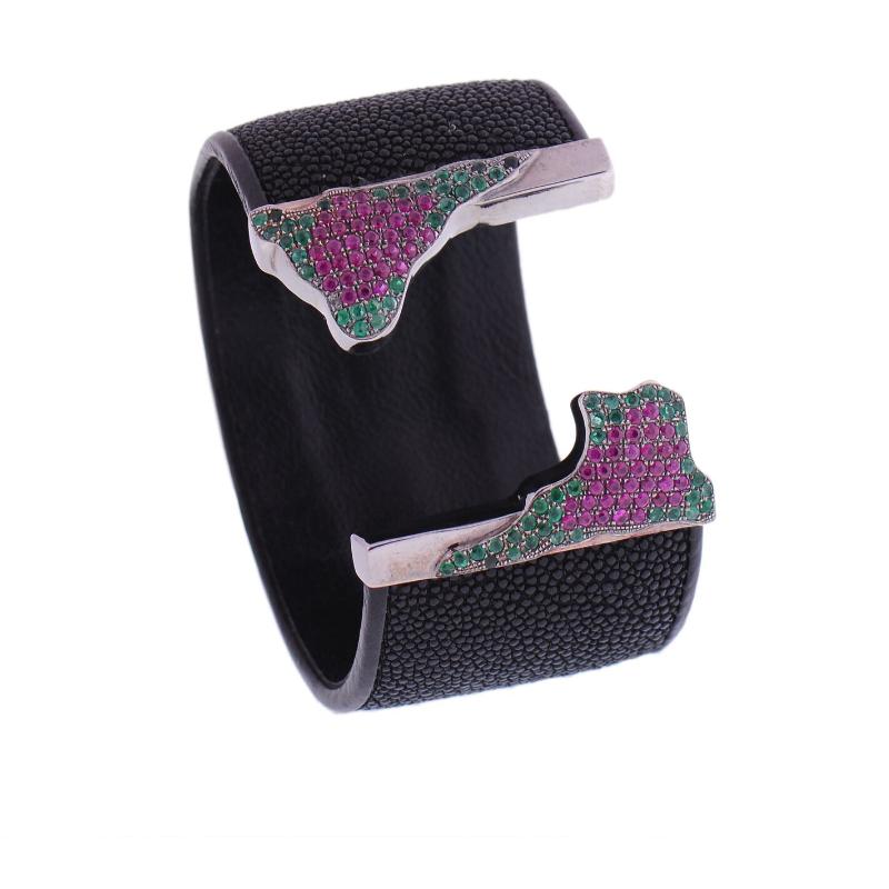 泰国珍珠鱼皮手镯,配镶哥伦比亚天然祖母绿与红宝石