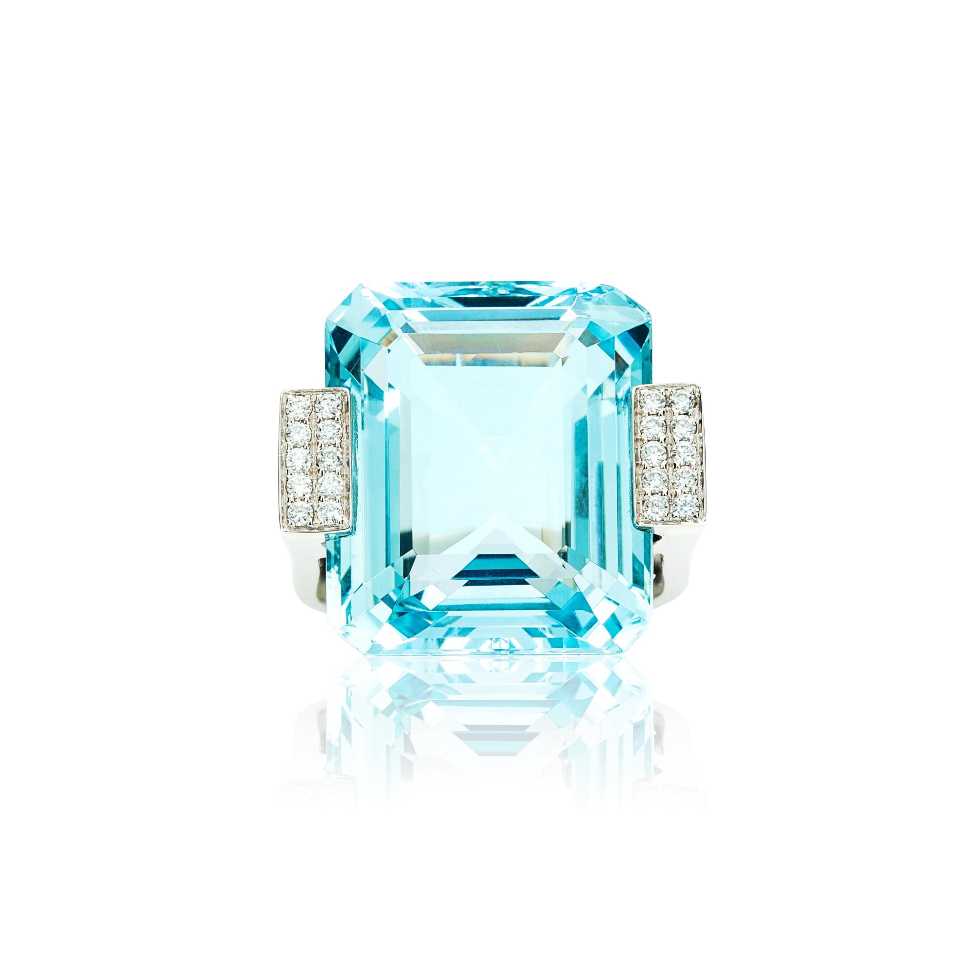 方形海蓝宝石,配镶钻石,18K白金镶嵌戒指