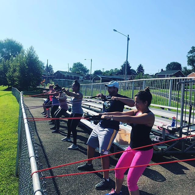 Saturday sunshine bootcamp is almost over. Book the last ones while you still can. If you dare mwahahaha #movementissocial #outdoorbootcamp