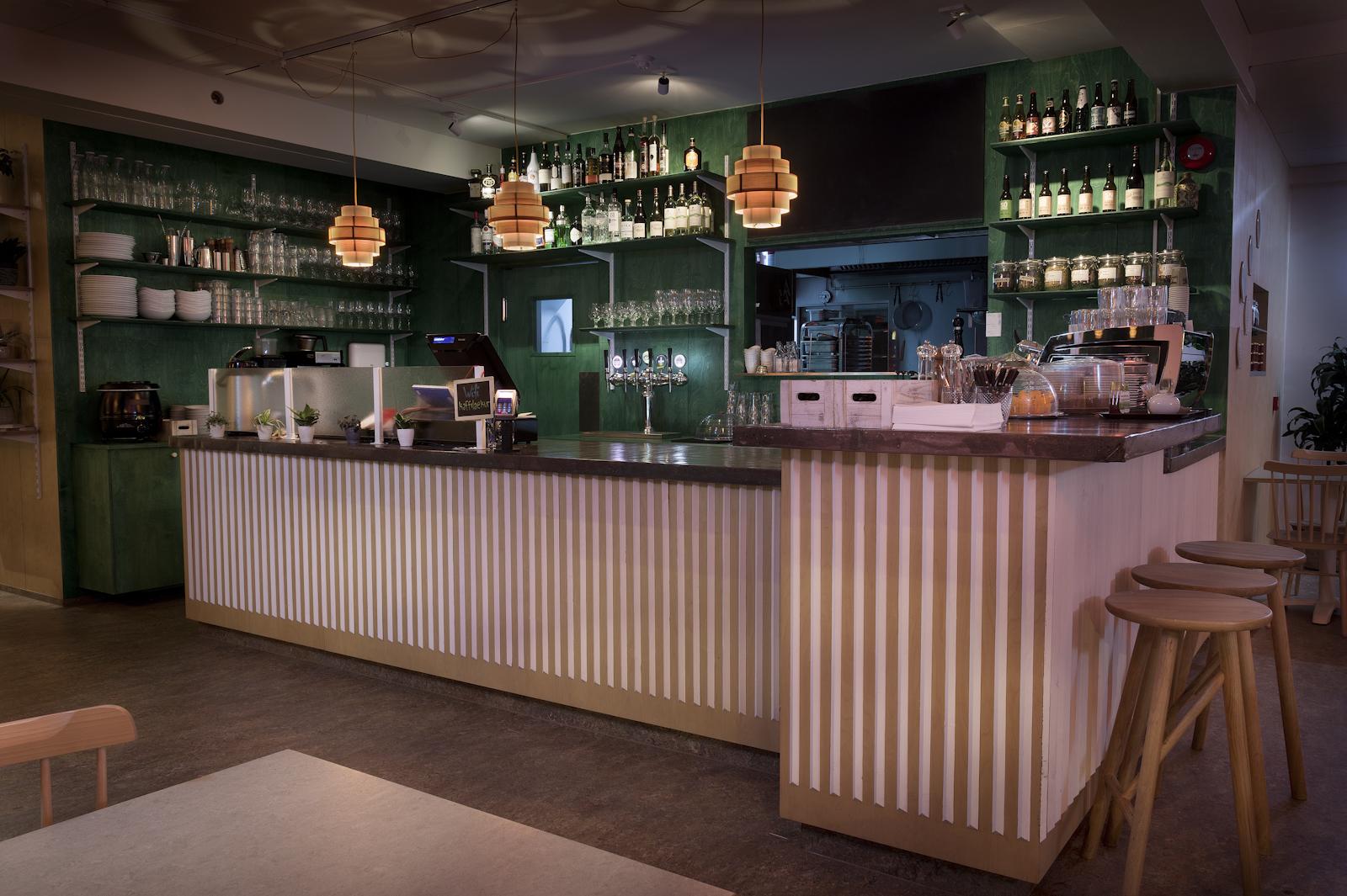 Kaffi Laugalækur - Opið alla daga kl. 9-23. Eldhúsið opið 11:30-21. Dögurður um helgar 11-15. Gleðistund á barnum alla daga kl. 16-19 & 22-23. Heimilisfang: Laugarnesvegur 74a, 105 RvkGastro pub is open daily 9am-11pm. Kitchen is open 11.30am-9pm. Brunch on weekends 11am-3pm. Happy hours daily 4pm-7pm & 10pm-11pm. Address: Laugarnesvegur 74a, 105 Reykjavík