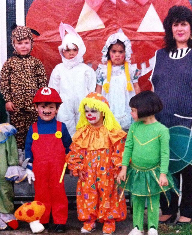 Sometimes you're scared of clowns sometimes you dress up as one *** Mejor algo bien hecho, que algo bien dicho tipo el apoyo de mi mamá siempre con mi locura por los disfraces 🤡