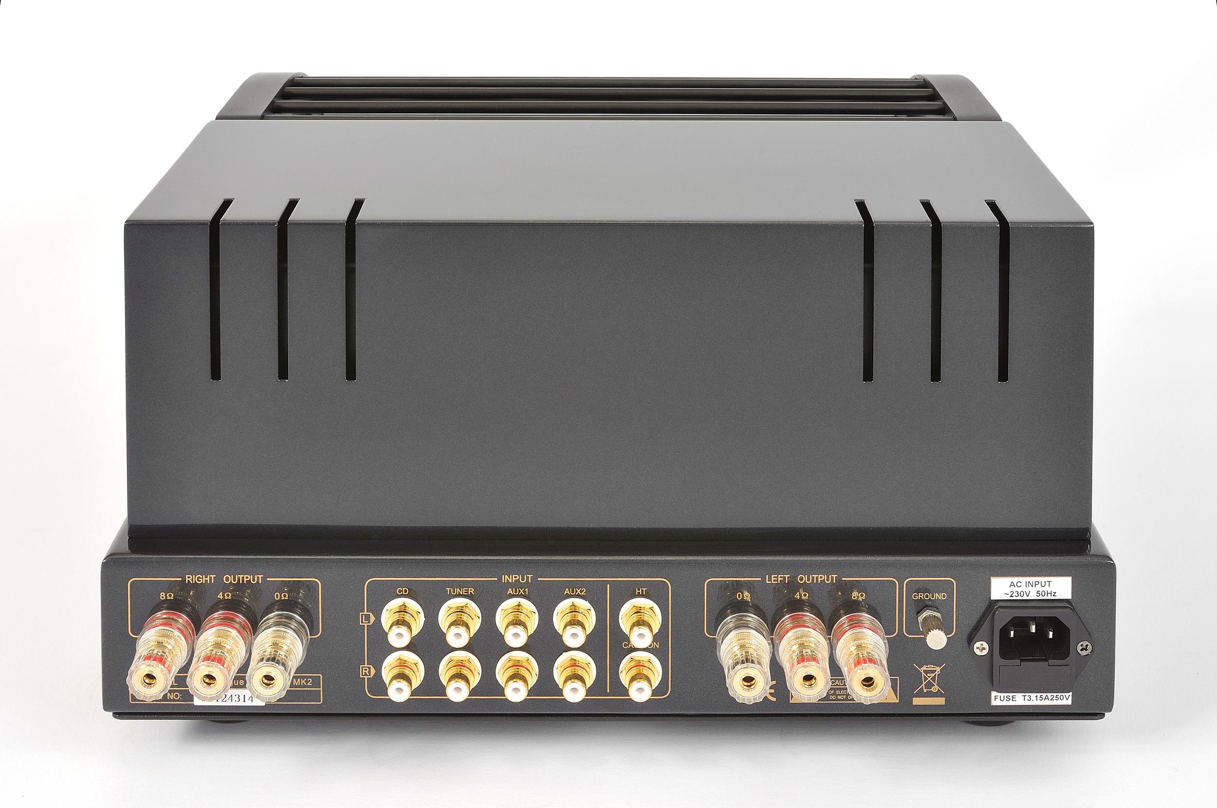 ProLogue Premium Integrated Amplifier - black - rear - HR - JPG.jpg