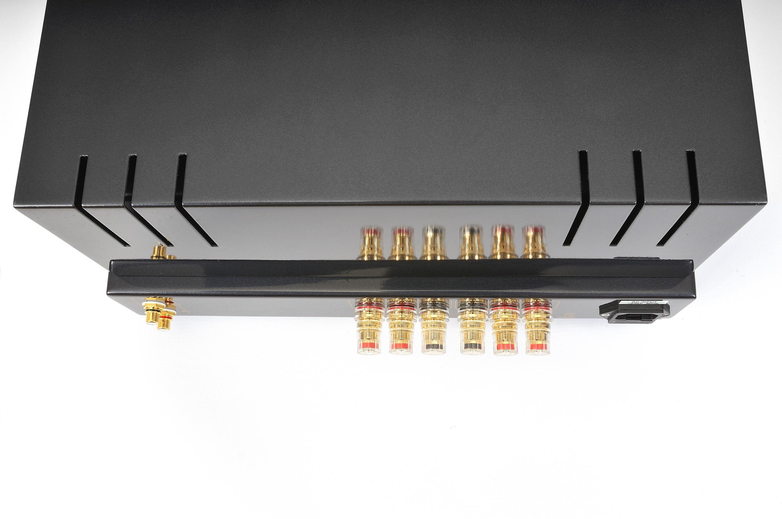 ProLogue Premium Stereo Amplifier - black - special shot (1) - HR - JPG.jpg