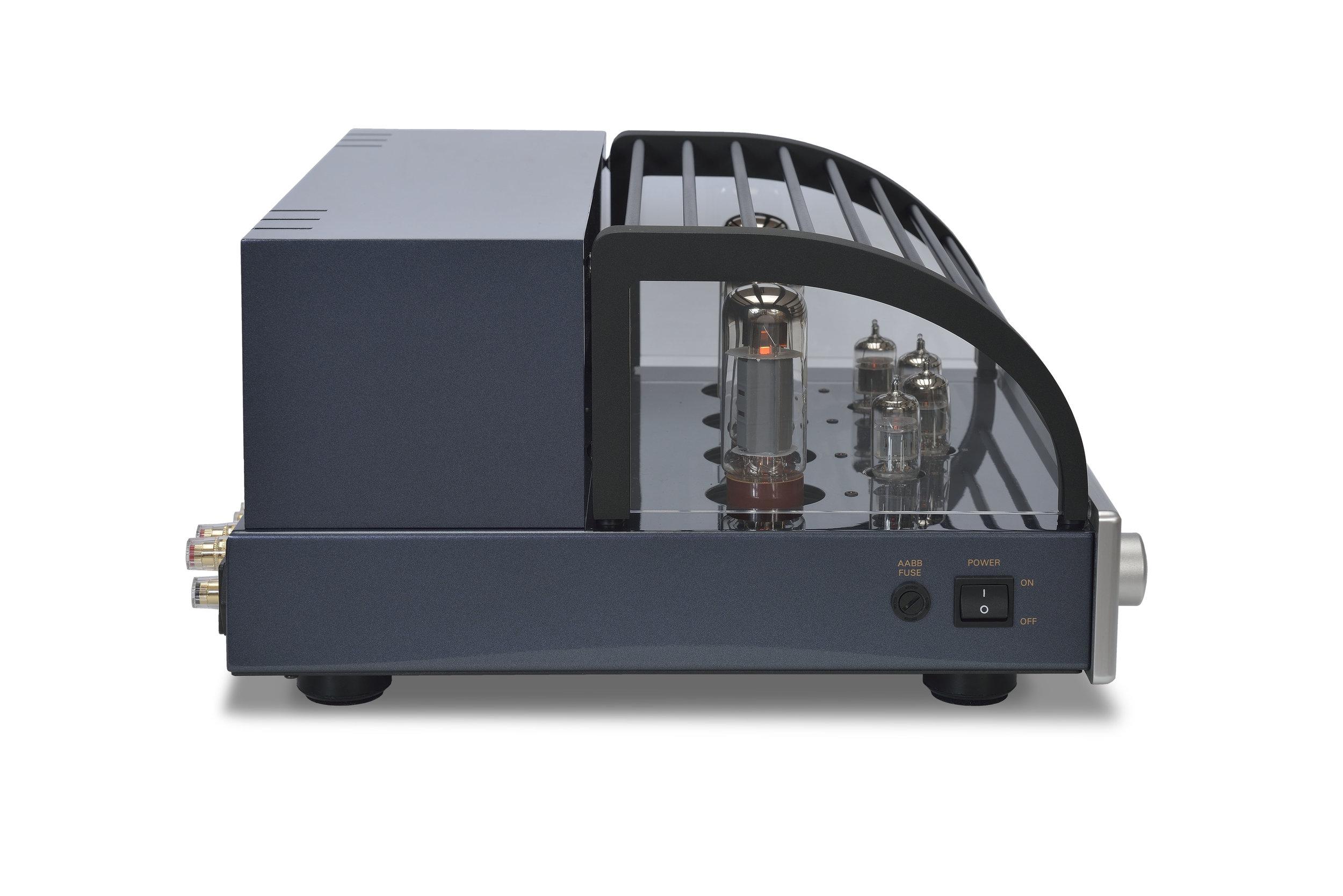 105b - PrimaLuna Evo 200 Tube Integrated Amplifier - silver - quarter turned - white background.jpg