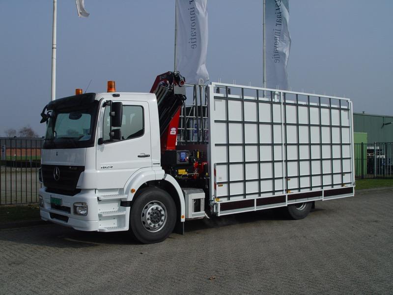 Glasrestelen met hefkraan - mercedes truck