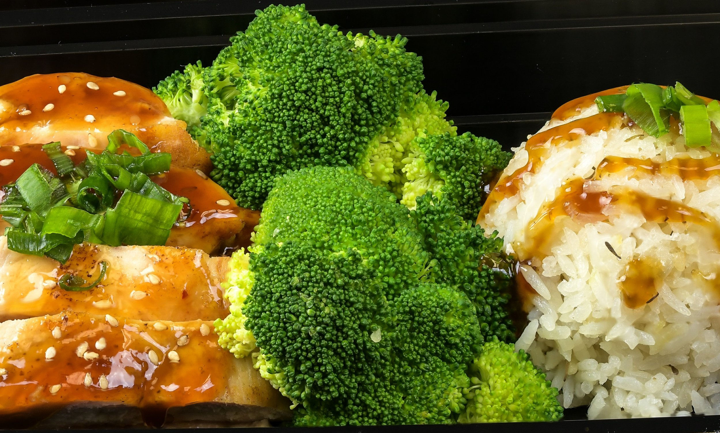 F71 Chicken with Gravy Broccoli Rice  Close Crop 2018-04-16 08-16-28 (B,Radius8,Smoothing1).jpg