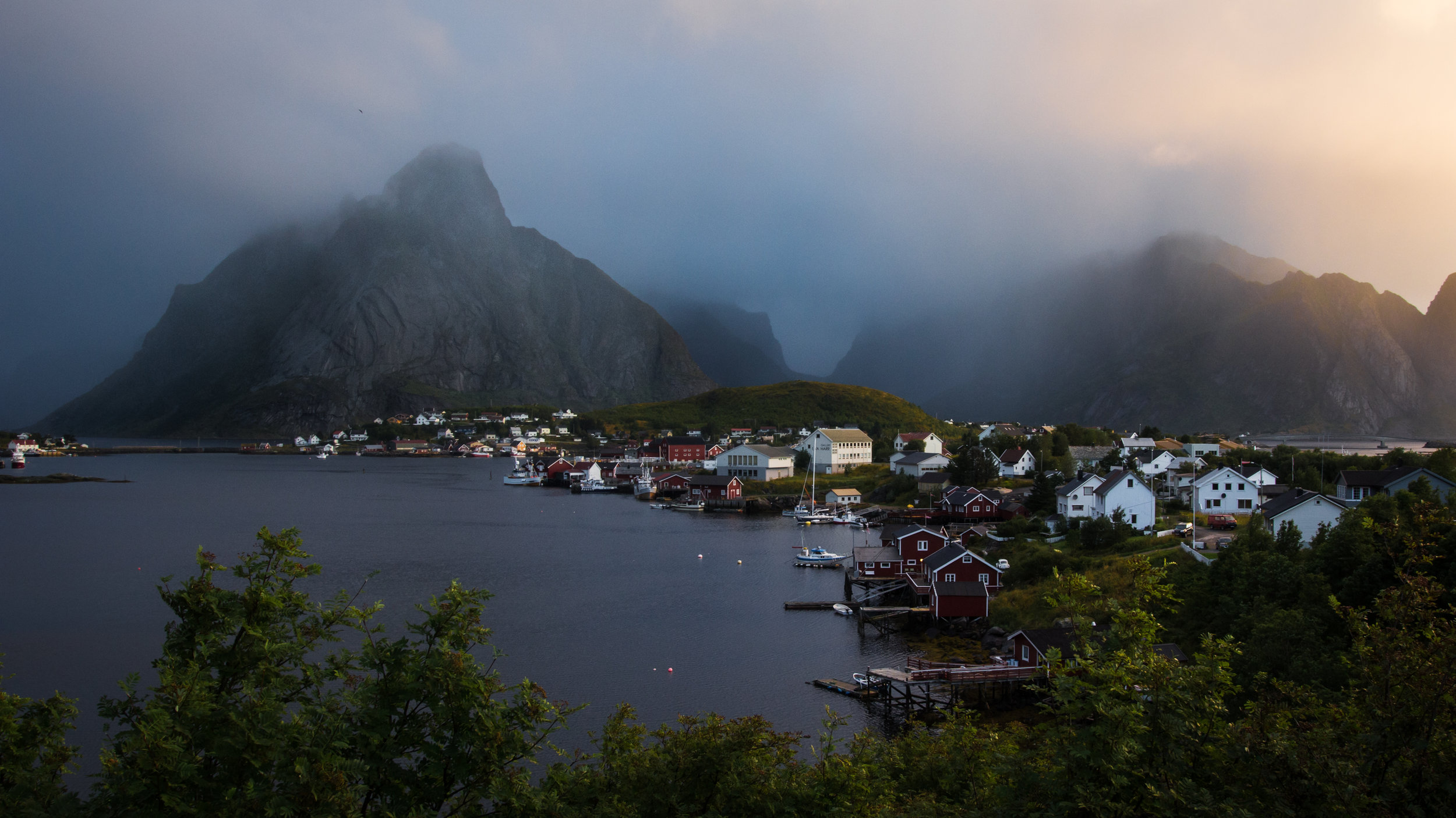 THE ART OF NORWAY   The stunning fjords of the Lofoten Islands