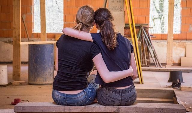 girlfriends-2213259_640.jpg