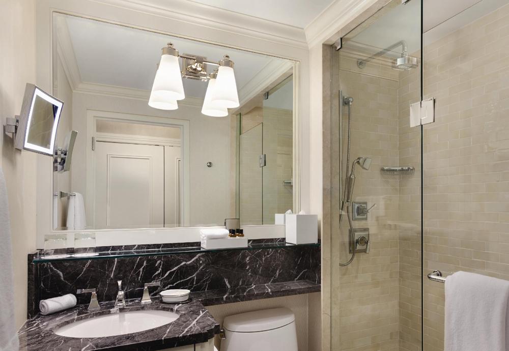 King-Fairmont-Luxury-Bathroom-922910.jpg