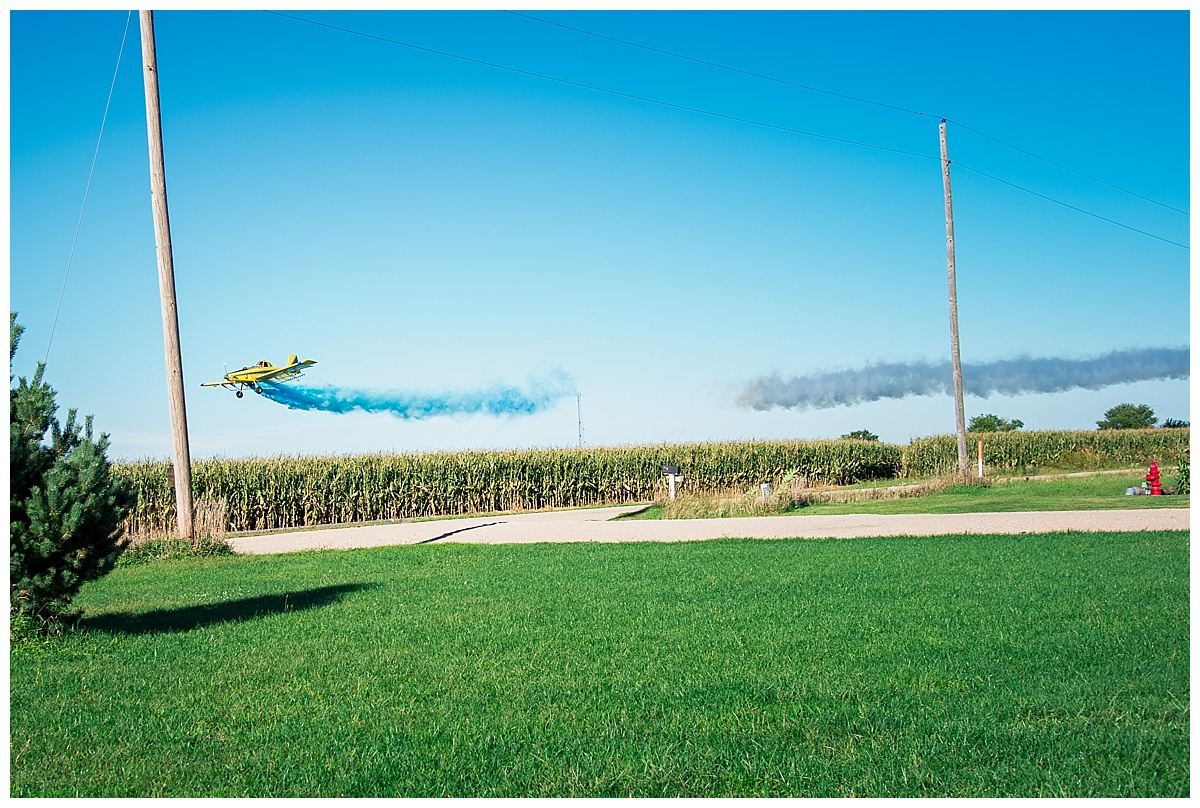 spray plane dropping powder for gender reveal