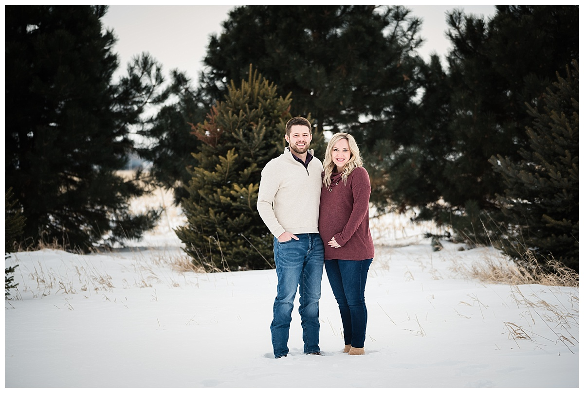 maternity-portraits-snow-nebraska_0140.jpg