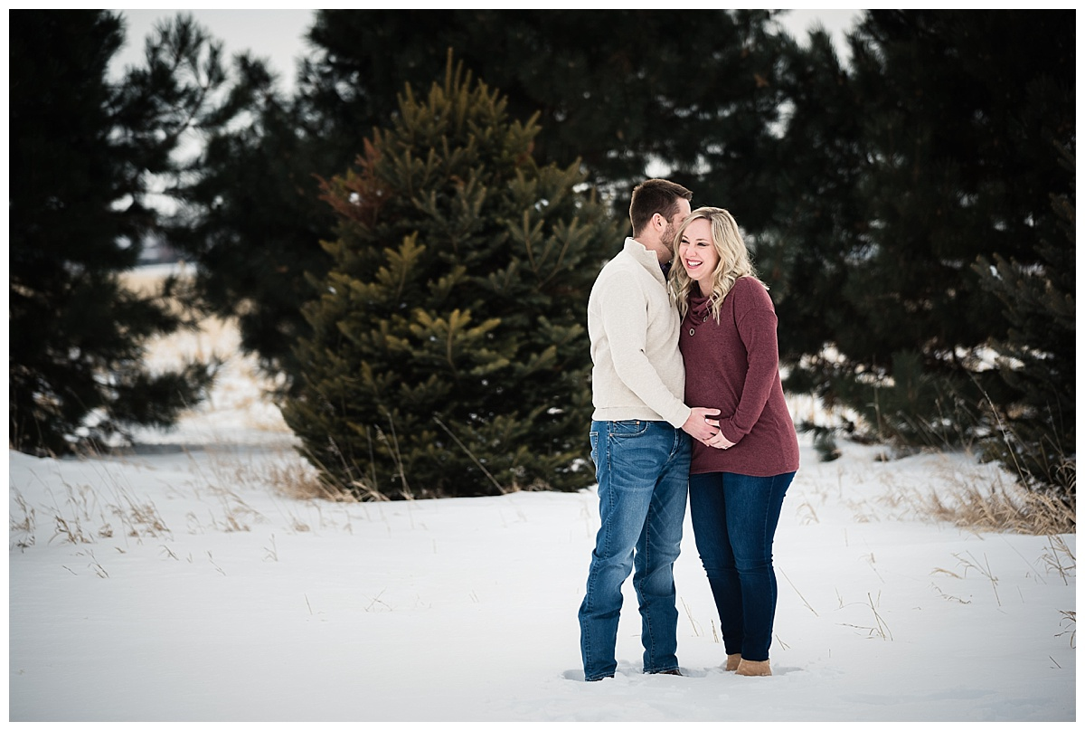 maternity-portraits-snow-nebraska_0141.jpg