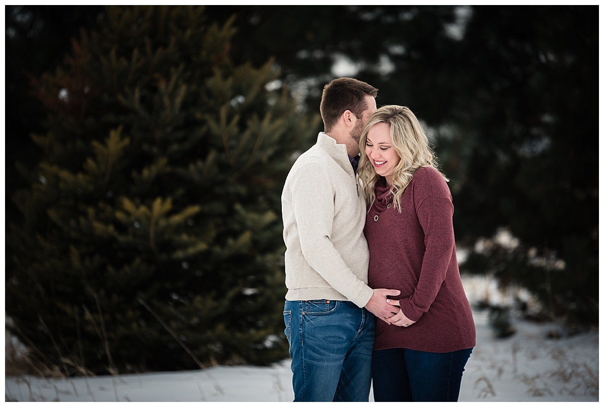 maternity-portraits-snow-nebraska_0142.jpg