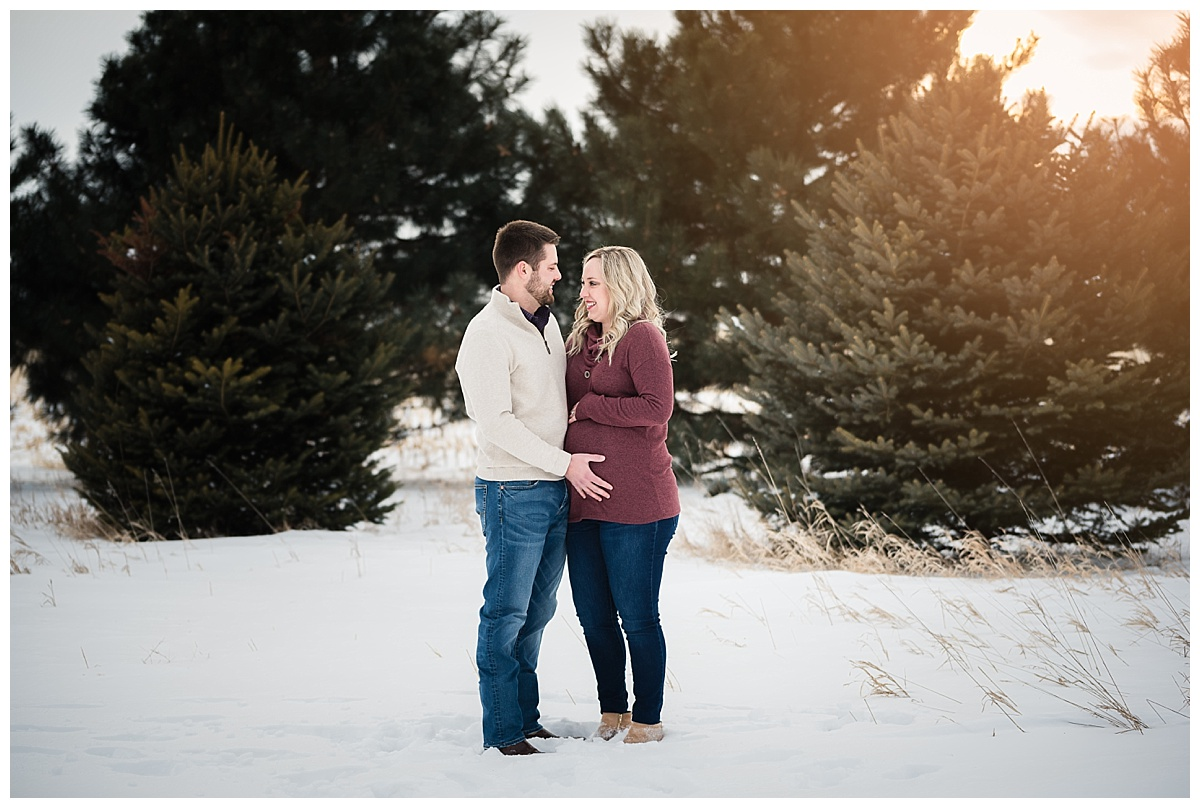 maternity-portraits-snow-nebraska_0144.jpg