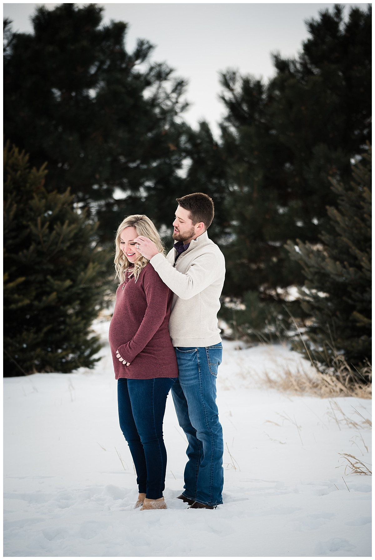 maternity-portraits-snow-nebraska_0146.jpg