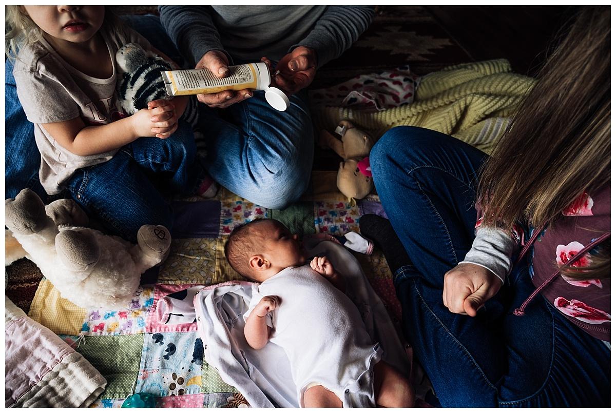 newborn-in-home-storytelling-photo-session_0177.jpg