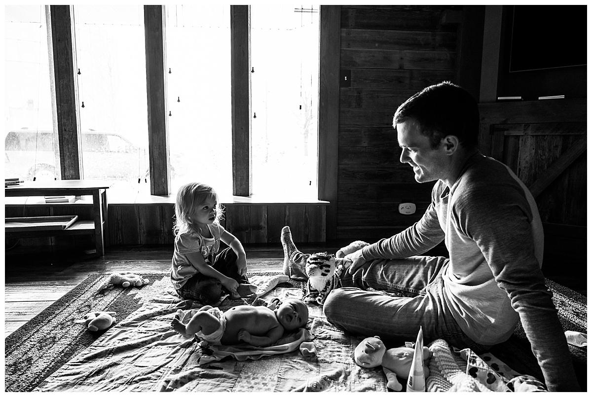 newborn-in-home-storytelling-photo-session_0181.jpg