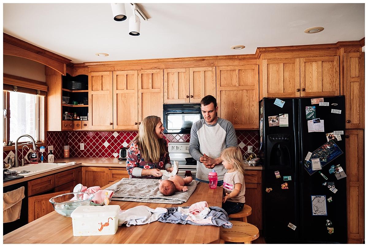 newborn-in-home-storytelling-photo-session_0188.jpg