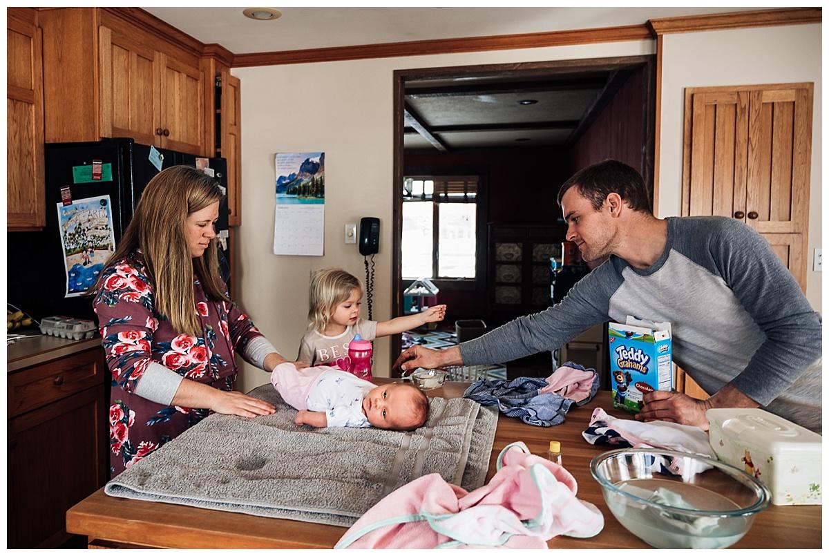 newborn-in-home-storytelling-photo-session_0189.jpg