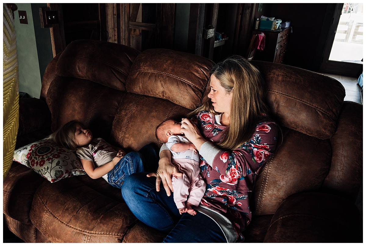 newborn-in-home-storytelling-photo-session_0190.jpg