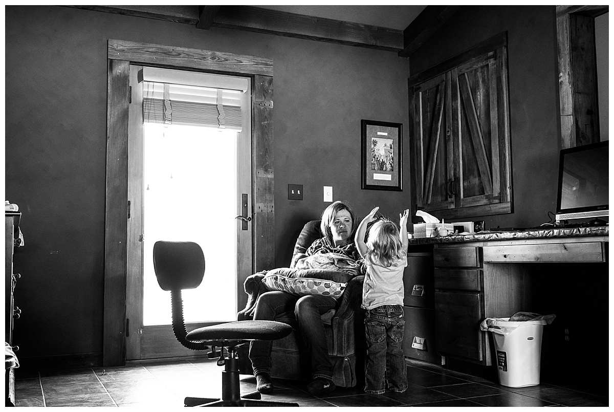 newborn-in-home-storytelling-photo-session_0195.jpg